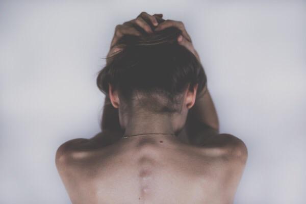 ファスティング中の好転反応|頭痛や吐き気などの対処法を紹介!